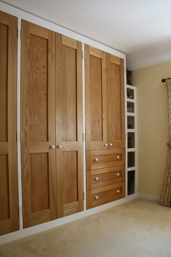 charlie-caffyn-designs-built-in-oak-wardrobe
